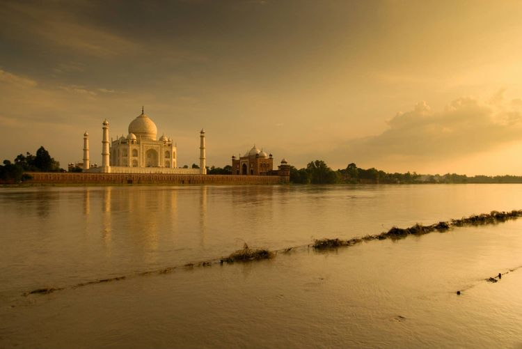 taj-mahal-agra-india-shutterstock_88978975