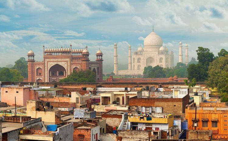 taj-mahal-india-agra-shutterstock_210086311