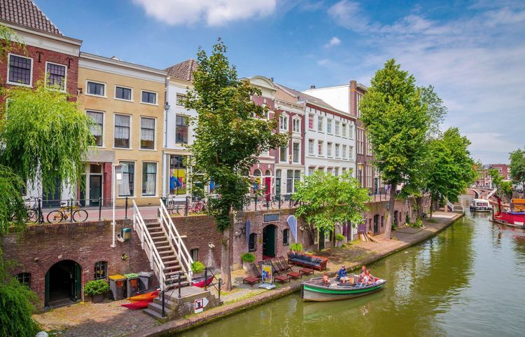 Traditional houses on the Oudegracht (Old Canal) in center of Utrecht, Netherlands © Olena Z/Shutterstock
