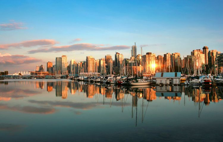 Water view of Vancouver city and harbour, Canada © canadastock/Shutterstock