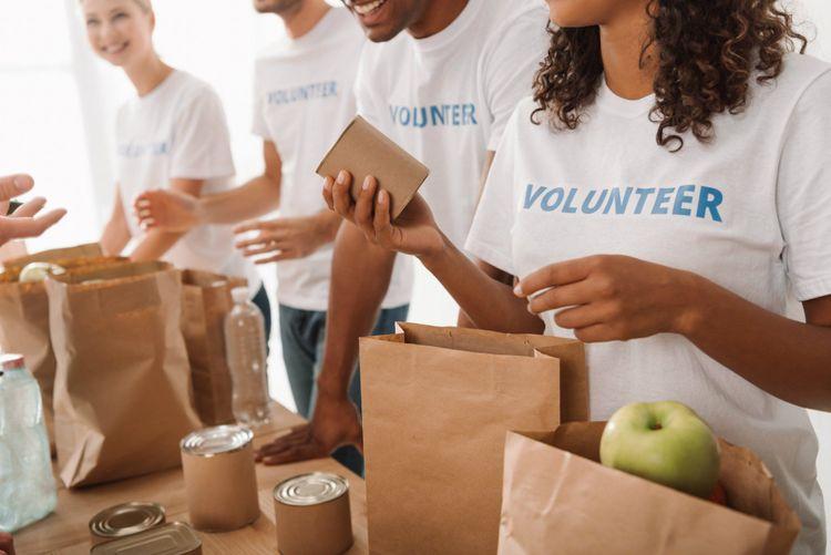 volunteer-shutterstock_752375134