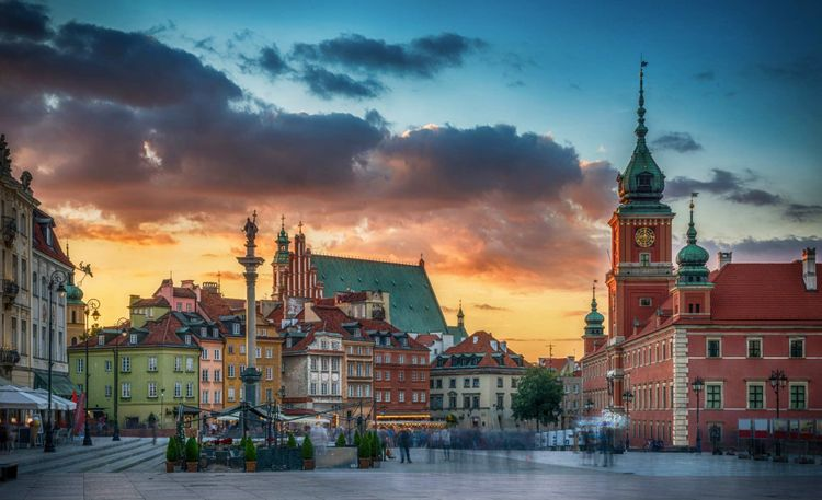 warsaw-old-town-royal-castle-poland-shutterstock_1171262353