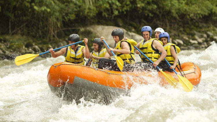 White water rafting © Ammit Jack/Shutterstock