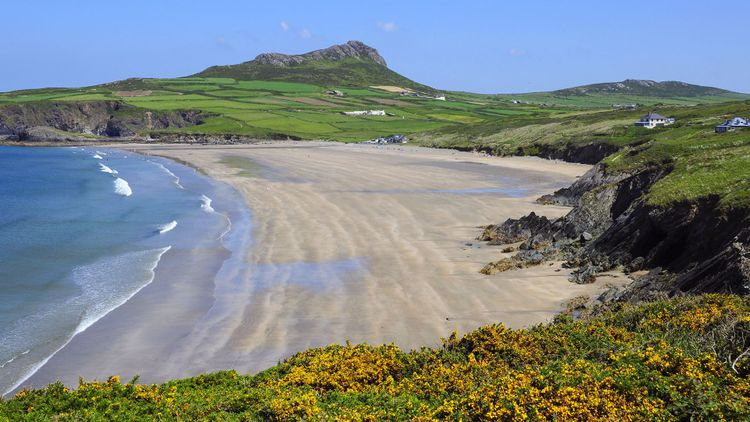 The extensive beach at Whitesands Bay, Nr St David's, Pembrokeshire, Wales © Peter Moulton/Shutterstock