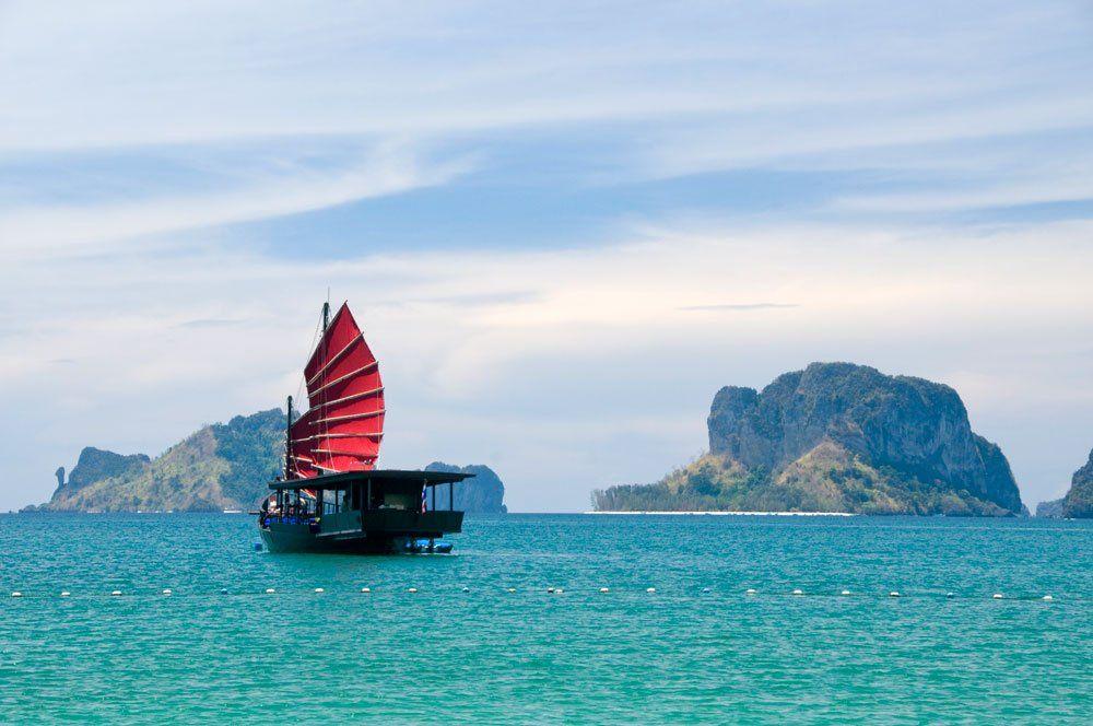Junk off Hat Tham Phra Nang